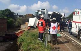 trailer-destroza-8-vehiculos-en-la-mexico-cuernavaca