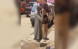 video-hombre-se-enamora-de-un-maniqui