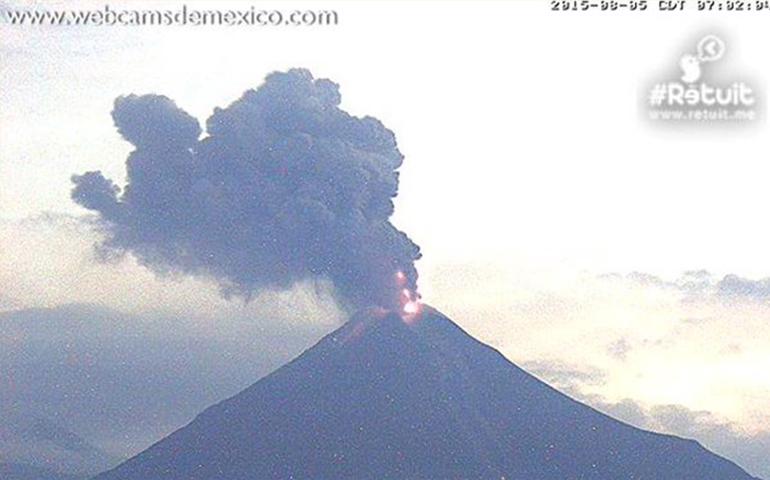 volcan-de-colima-emite-exhalacion-de-casi-dos-kilometros