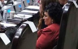 En su primer día de diputada, captan a Carmen Salinas dormida