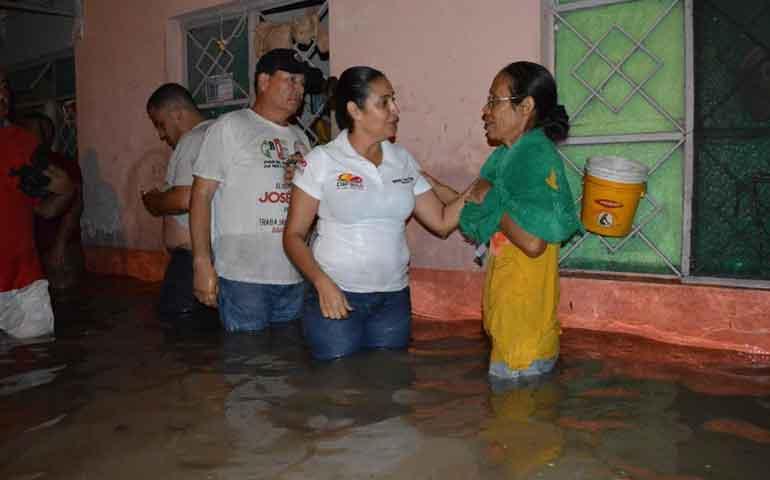 atiente-jose-gomez-a-familias-afectadas-por-inundaciones