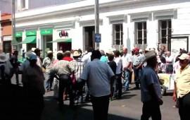 campesinos-en-cartera-vencida-cierran-la-avenida-mexico