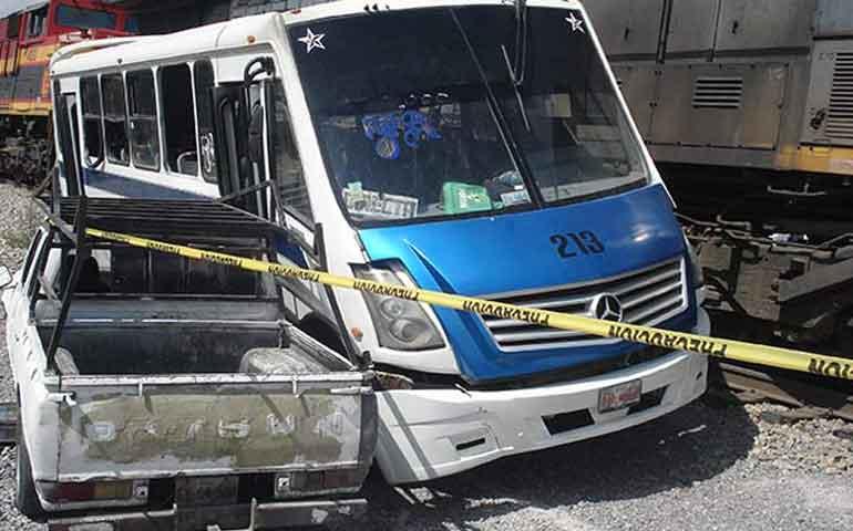 choque-entre-camion-y-ferrocarril-deja-30-lesionados-en-coahuila