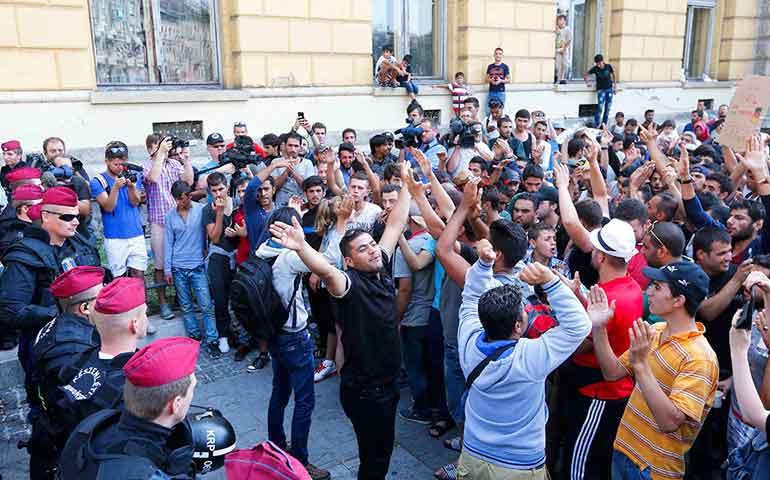 crisis-migratoria-agobia-a-europa-jornada-de-protestas-muertes-y-bloqueos