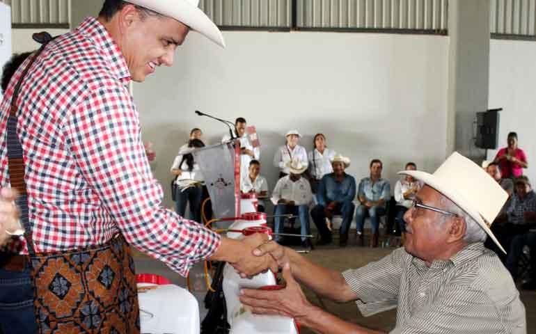 entrega-gobernador-apoyos-para-el-campo-nayarita