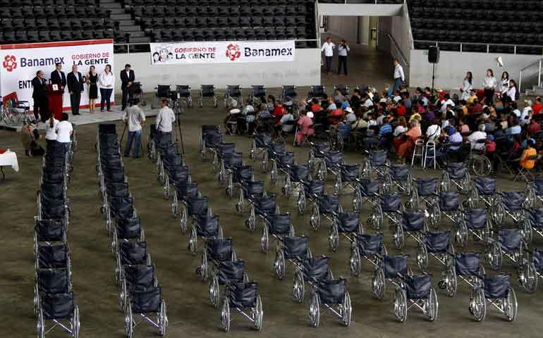 entregan-dif-nayarit-y-fundacion-banamex-sillas-de-ruedas