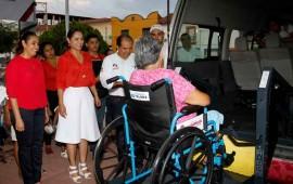gobierno-de-nayarit-entrega-vehiculo-adaptado-para-las-personas-con-discapacidad-en-bahia-de-banderas