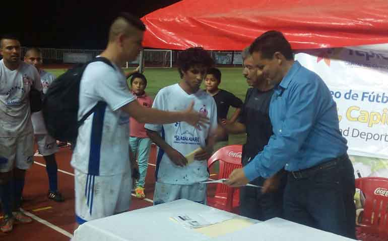 imcufide-entrega-premios-a-futbolistas