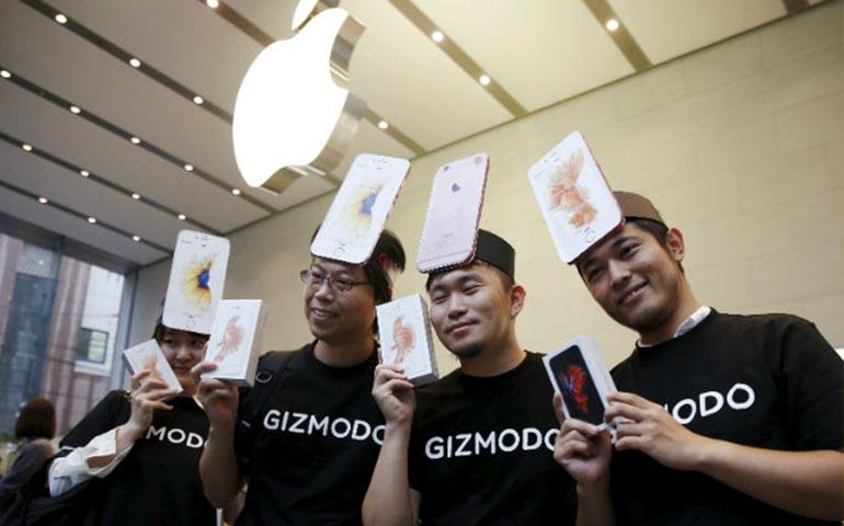 llegan-los-nuevos-iphone-a-tiendas-con-las-tradicionales-filas