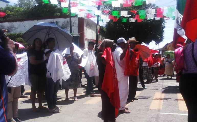 marchan-antorchistas-en-rosamorada-es-su-cuarta-manifestacion