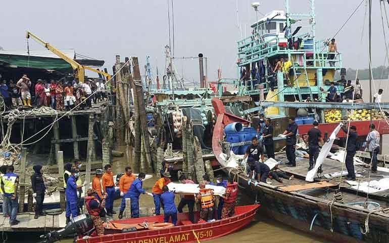naufragio-en-malasia-deja-14-muertos-y-15-sobrevivientes