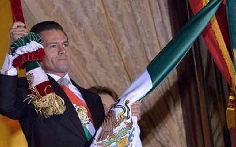 pena-nieto-da-el-grito-de-independencia-en-palacio-nacional