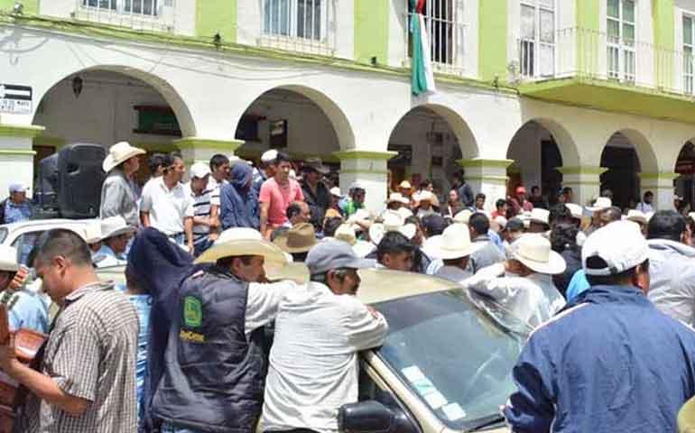 pobladores-retienen-al-alcalde-de-tetela-del-volcan-morelos