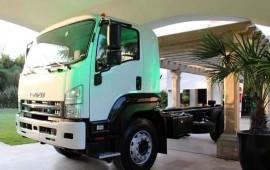presentacion-del-nuevo-camionelf-100-el-nuevo-integrante-de-su-gama-de-camiones1