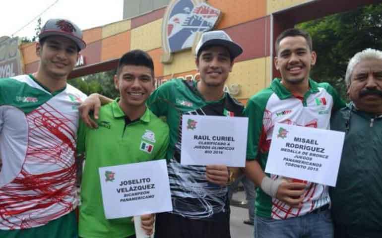 pugiles-mexicanos-pieden-en-la-calle-para-ir-al-mundial