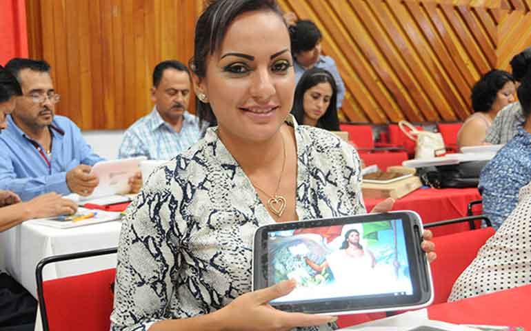 supervisores-de-zonas-escolares-reciben-tabletas-electronicas