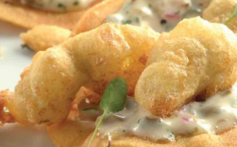 tostada-de-ostiones-tempura-con-salsa-tartara