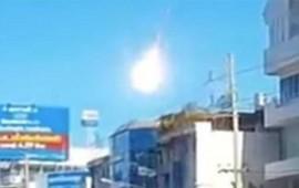 video-caida-de-meteorito-sorprende-a-tailandia