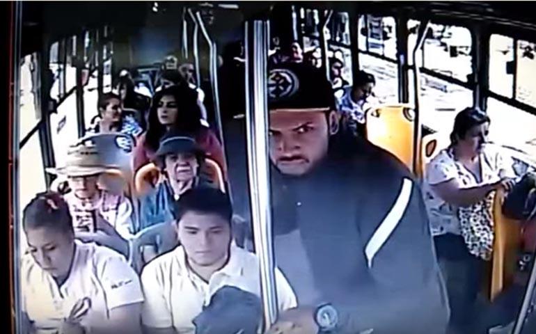 video-ladron-asalta-transporte-publico-en-guadalajara