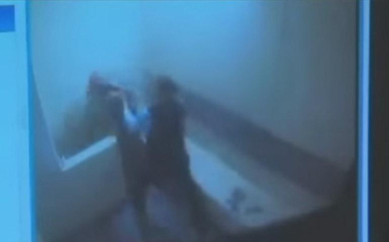 video-ponen-por-error-a-homicida-y-al-hombre-que-testificaria-en-su-contra-en-la-misma-celda