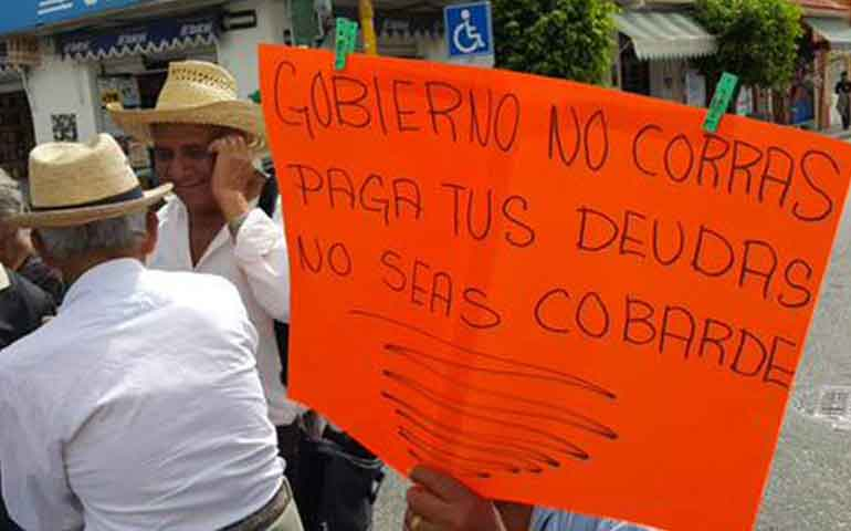 adultos-mayores-bloquean-calles-de-chilpancingo