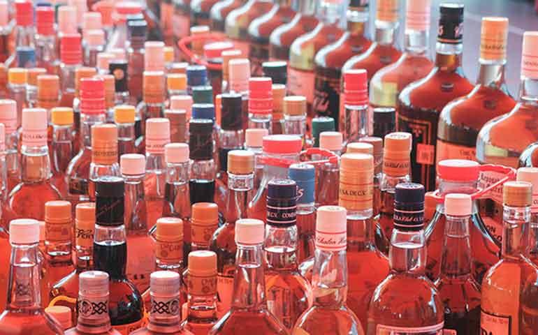 alertan-que-de-cada-10-botellas-en-el-mercado-4-son-de-licor-adulterado