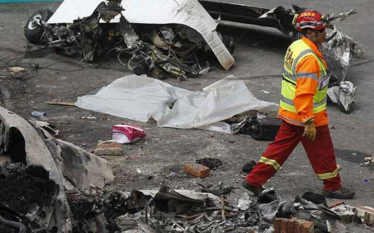 cae-avion-en-bogota-reportan-6-muertos