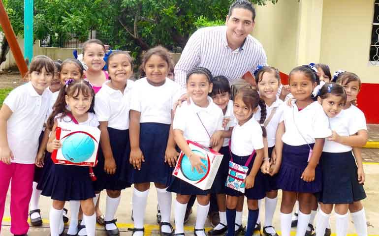 conviven-profesores-y-alumnos-de-primaria-de-valle-de-banderas-con-hector-santana