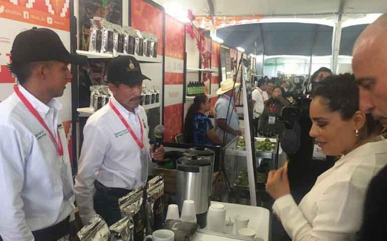 empresarios-nayaritas-participan-en-la-primera-feria-nacional-de-la-economia-2015