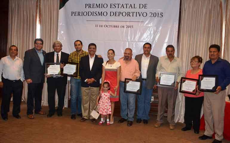 entrega-gobierno-premio-estatal-de-periodismo-deportivo-2015
