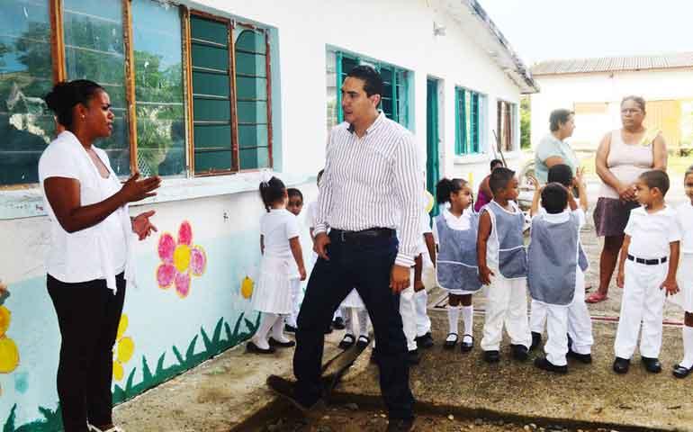 inicia-hector-santana-gestion-para-construir-aula-a-nuevo-kinder-de-valle-de-banderas