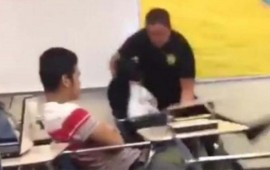 policia-somete-con-extrema-violencia-a-alumna-en-salon-de-clases