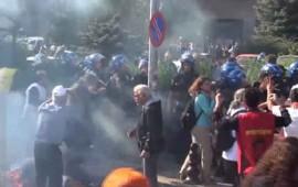 policia-turca-reprime-marcha-en-honor-a-victimas-del-atentado