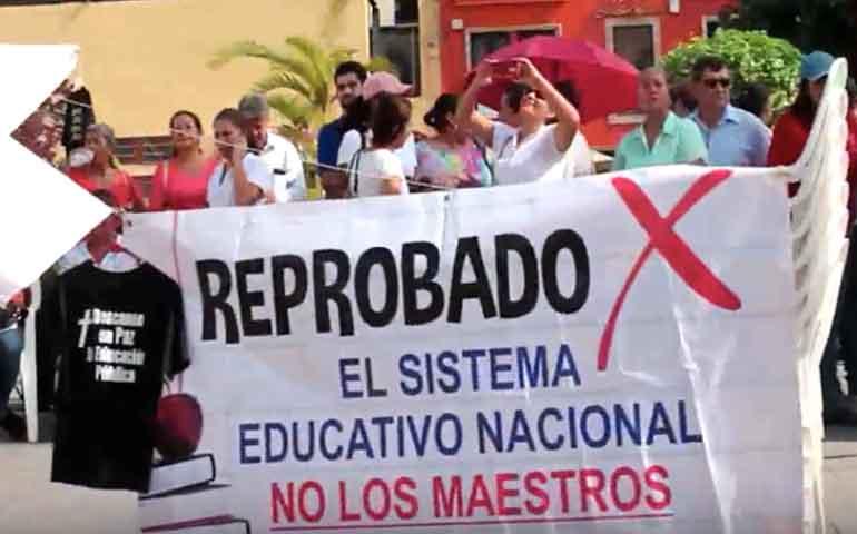 protestan-docentes-contra-la-reforma-educativa-frente-a-palacio-de-gobierno