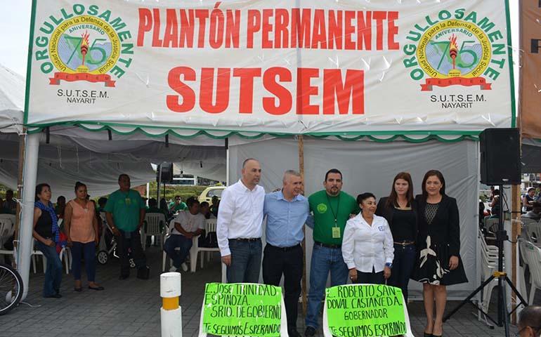 regresa-planton-del-sutsem-frente-a-palacio-de-gobierno-llevaran-su-caso-al-congreso