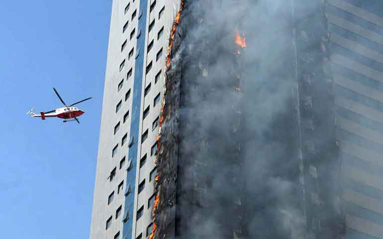 se-incendia-rascacielos-de-24-pisos-en-emiratos-arabes-unidos
