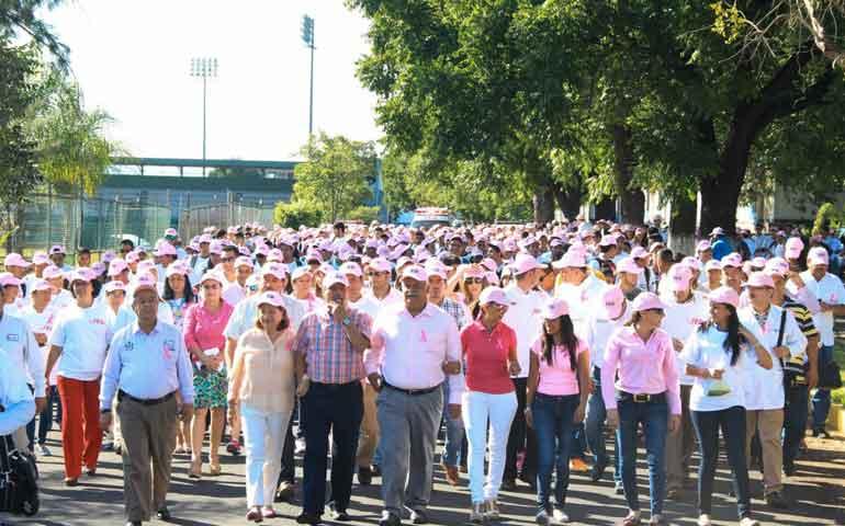universitarios-realizan-marcha-contra-el-cancer-de-mama