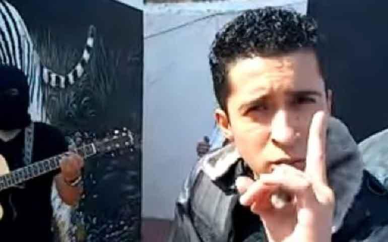 video-detienen-a-cantante-de-narcocorridos-con-armas-joyas-y-dinero