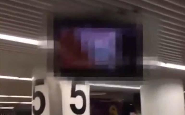 video-porno-aparece-en-las-pantallas-de-un-aeropuerto
