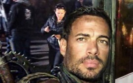 william-levy-y-milla-jovovich-se-divierten-matando-zombies