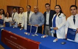 entrega-gobierno-del-estado-guias-farmaceuticas-a-los-estudiantes-de-medicina-de-la-uan