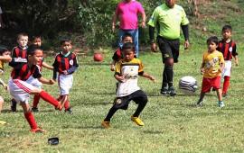 futbol-de-transparencia-asi-juegan-los-ninos