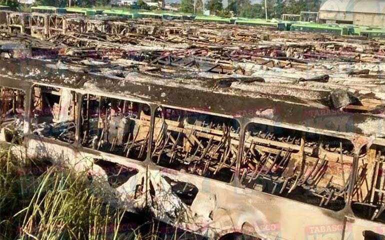 incendian-47-autobuses-en-tabasco