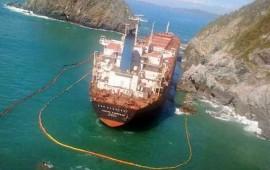 inician-retiro-de-hidrocarburos-en-barco-encallado-en-colima