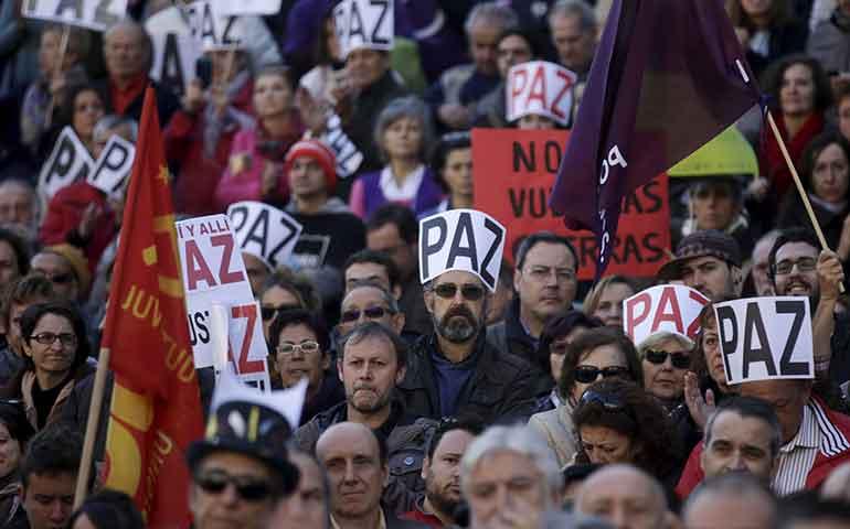 protestan-miles-en-espana-y-reino-unido-contra-guerra-en-siria