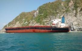 vacian-combustible-de-buque-los-llanitos