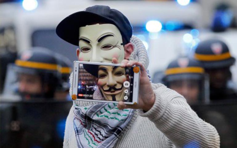 anonymous-hackea-sitio-del-ei-reemplaza-propaganda-de-isis-por-publicidad-de-viagra