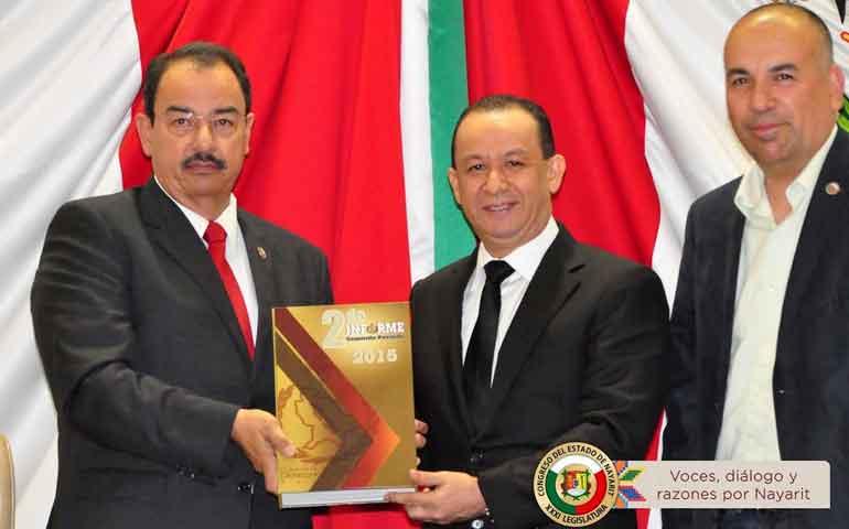 diputados-reciben-informe-del-presidente-de-la-cddh