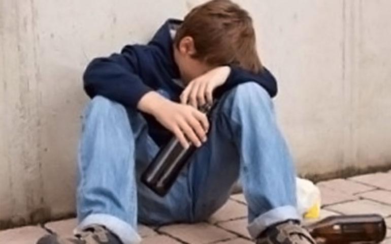 encuentran-a-nino-de-10-anos-en-estado-de-ebriedad