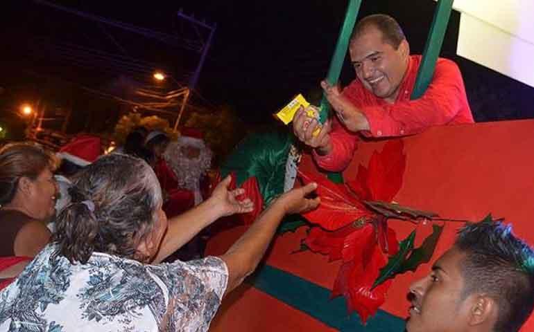 espectacular-desfile-de-navidad-prepara-el-dif-de-bahia-de-banderas